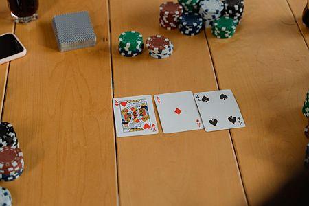 Tra tornei online e app dedicate: il poker, oggi